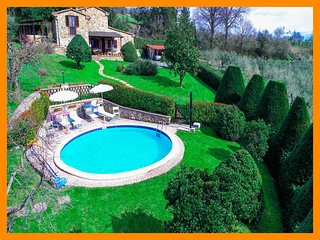 Tuscany 5 - Charming countryside villa with private pool and heated jacuzzi