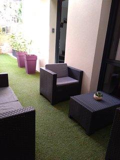 Salon de jardin dans la cour intérieure