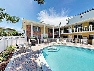 Updated Tropical Studio Villa w/ Pool, 1 Block to Beach & Intracoastal