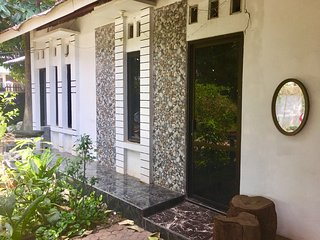 Maya Guest House (Kamar Kelapa)