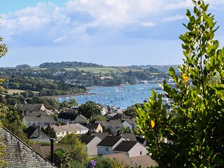 ESTUARY VIEW, ground floor open-plan apartment, Penryn