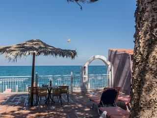Sea front house★Platanias center★Beach front★Everything within walking distance
