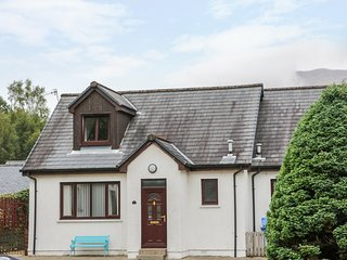 3 ANGUS CRESCENT, close to the coast, in Ballachulish