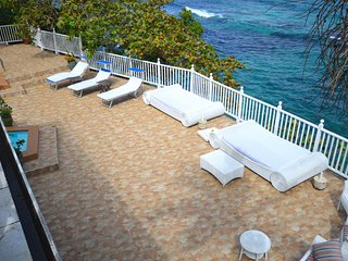 Waterfront Villa in Ocho Rios! Fully staffed!