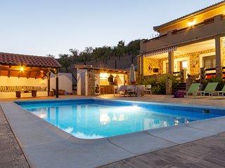Magnifica Villa de 200 m2, piscina, barbacoa, arboles con recinto privado 1500m2