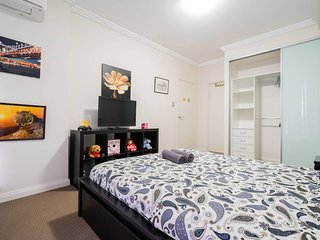 Sydney Olympic Park 3 BR Apartment w Parking