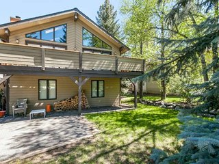 10 Min To Vail or Beaver Crk, Eagle Vail Home w/ Sunny Mtn Views, Expansive Uppe