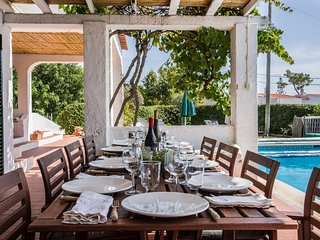 Casa do Alto - villa sleeping 10 with sea views, private pool, town location