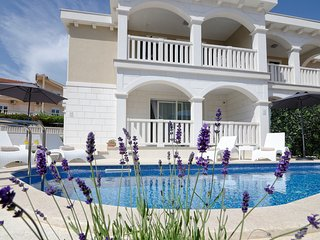 Villa Authenthica****