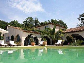 Villa 7 pieces, piscine 10 couchages