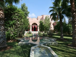 Sumptuous fully staffed villa in beautiful park with private pool and cook