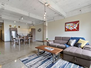 Downtown Dallas Luxury Condo 210