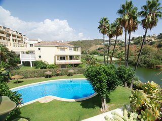 3BED 2BATH, FRONT LINE GOLF APT. LA QUINTA, POOLS,VIEWS, BENAHAVIS, NR. MARBELLA