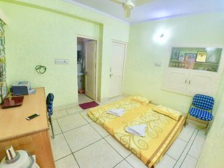 Panna Vilas(Mini): Luxurious private Room with Terrace/Garden/Patio and Parking!