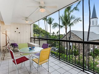 Two bedroom, two bath in the heart of Kailua Kona