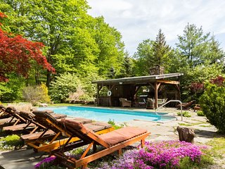 COZY RETREAT: HOT TUB, POOL, SAUNA, AND MORE...