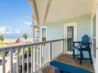 Waterfront corner condo with all the resort amenities - shared pool & hot tub!
