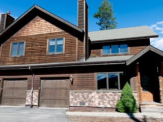 Winter Wonderland or Summer Escape -Private HotTub, 1 mile to Downtown Whitefish