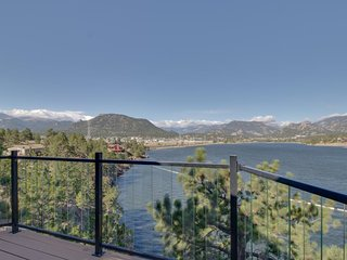NEW LISTING! Waterfront home w/ lake views, balconies, games & outdoor picnic