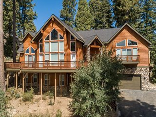 NEW LISTING! Spacious home with theater & entertainment - close to the lake!