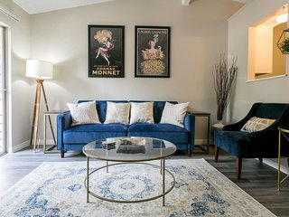 ★Modern Comfort★ 5 min from SoCo & Downtown!!