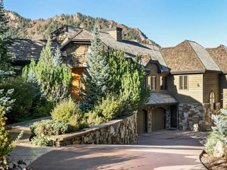 New Listing!! Incredible Aspen Mountain Views. 6000 Sq Ft. Elevator, Garage, Pri