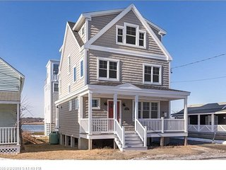 Mint condition Beach House right near Wells Beach for an appealing price!