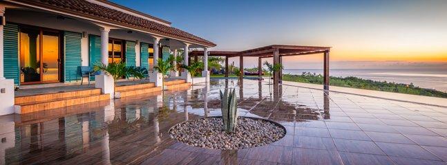 Unbelievable privacy, mesmerizing views, the longest private (salt) infinity pool. Host+Maid+Pickup