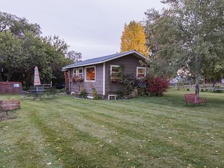 Dog-friendly, country cottage w/ private yard, bunk house, and shared hot tub