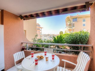 1 bedroom Apartment in Fréjus, Provence-Alpes-Côte d'Azur, France : ref 5059238