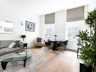 Stunning Two-Bedroom Flat in Berners Street