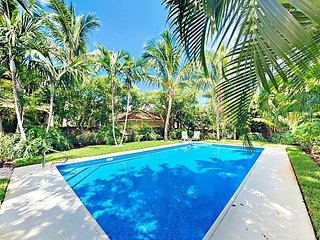 2BR Designer Beach Bungalow w/ Private Pool & Lush Garden - Walk to Beach