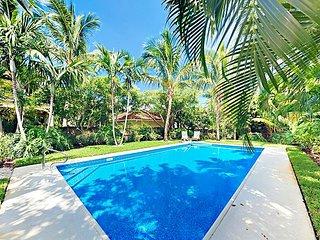 2BR Designer Beach Bungalow w/ Private Pool & Lush Garden - Walk to Beach