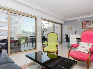 Nice 2BR on la Croisette, spacious terrace