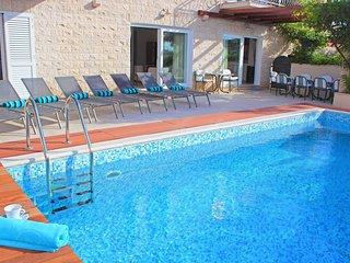 Villa Beach Life Mirca – Beachfront pool villa in Mirca, Brac island