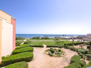 1 bedroom Apartment with WiFi and Walk to Beach & Shops - 5040128