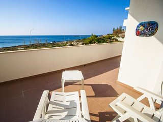 4 bedroom Villa with Walk to Beach & Shops - 5581827