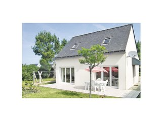 3 bedroom Villa in Saint-Colombier, Brittany, France : ref 5574135