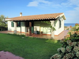 2 bedroom Villa with Air Con and Walk to Beach & Shops - 5641509