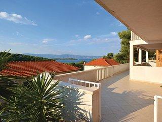 2 bedroom Apartment in Jelsa, Splitsko-Dalmatinska Zupanija, Croatia : ref 55378