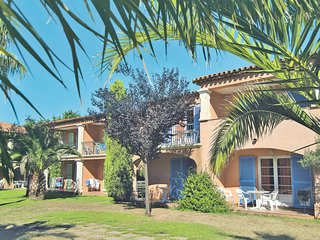 Grimaud Apartment Sleeps 4 with Pool Air Con and Free WiFi