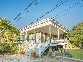 Stay Local in Savannah: Wrap-around porch with private beach access!