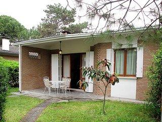 2 bedroom Villa in Lignano Sabbiadoro, Friuli Venezia Giulia, Italy : ref 543452