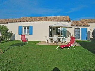 2 bedroom Villa in Saint-Denis-d'Oléron, Nouvelle-Aquitaine, France : ref 543649