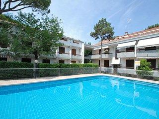 2 bedroom Apartment in Lignano Pineta, Friuli Venezia Giulia, Italy - 5555762
