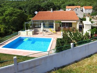 2 bedroom Villa with Pool, Air Con and WiFi - 5638513