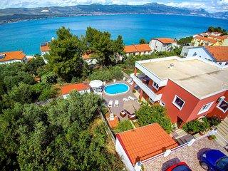 2 bedroom Apartment in Arbanija, Croatia - 5437417