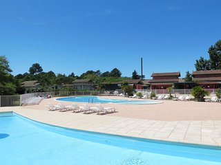 Ares Holiday Home Sleeps 4 with Pool and WiFi - 5642341