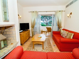Vale do Lobo Apartment Sleeps 4 with Pool Air Con and WiFi - 5480135