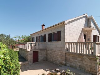 3 bedroom Villa in Splitska, Splitsko-Dalmatinska Zupanija, Croatia : ref 552250